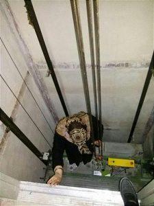 حادثه در آسانسور در حال نصب